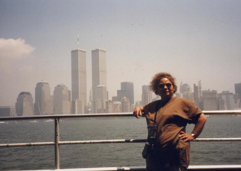 MY_WTC #215 | Geert 1999 | Tina met de WTC torens