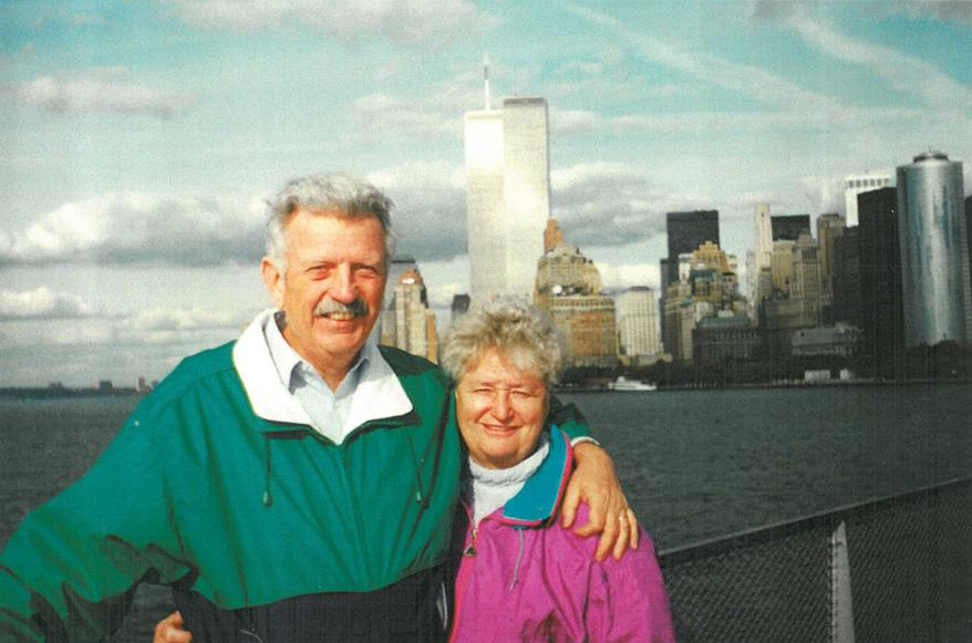 MY_WTC #591 | Kevin 2001 | My parents with the World Trade Center